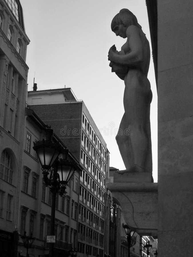 Архитектурноакустическая деталь в городском Будапеште стоковое фото rf