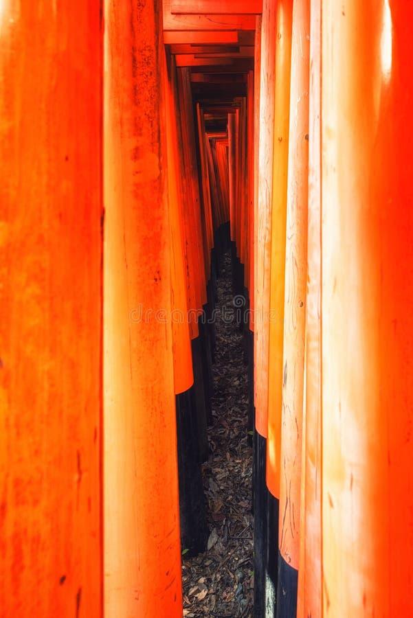 Архитектурноакустическая деталь на Fushimi Inari Taisha в Киото, Японии стоковые фото