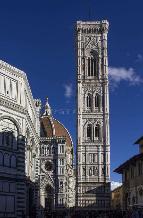 Архитектурноакустическая деталь собора duomo Флоренса, своего баптистерего и Giotto bellfry стоковая фотография rf
