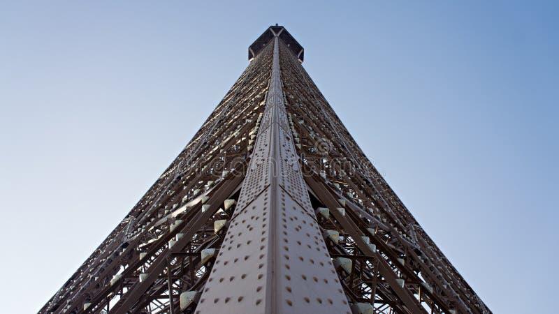 Архитектурноакустическая деталь сняла Эйфелева башни в Париже, Франции стоковые фото