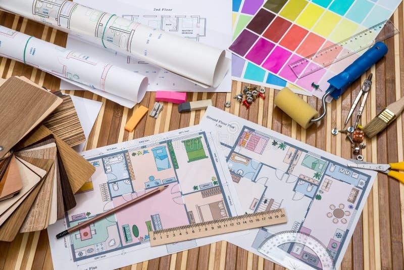 Архитектурноакустическая светокопия с деревянными или бумажными образцами и инструментами притяжки стоковое изображение