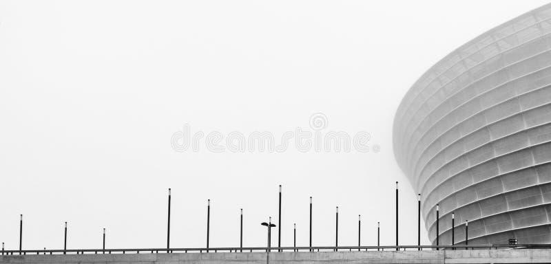 Архитектурноакустическая структура в тумане стоковое изображение rf