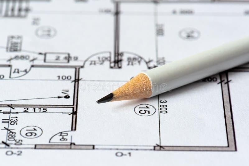 Архитектурноакустический план дома напечатан на белом листе бумаги Белое pencilr на ем Июнь 2018, Россия, Москва стоковая фотография