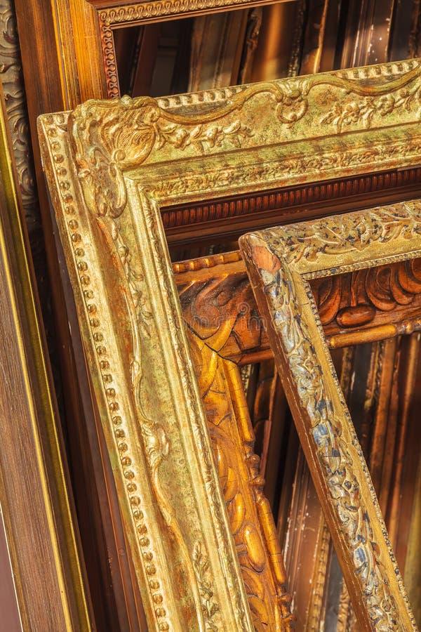 Ассортимент античных картинных рамок стоковое изображение