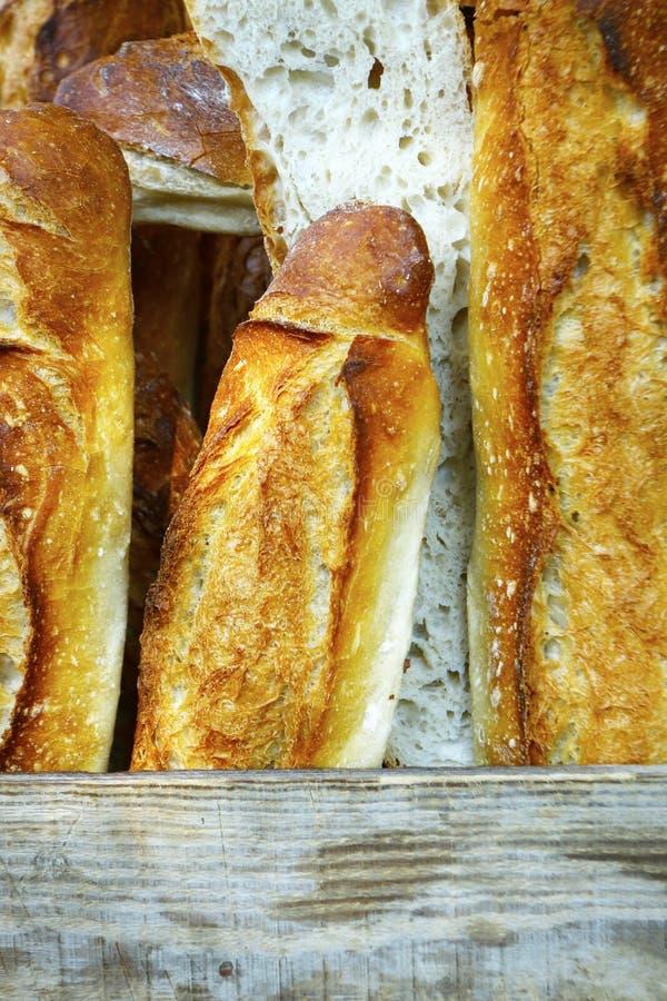 Ассортимент измельчённого хлеба, продаваемого в пекарне стоковые изображения rf