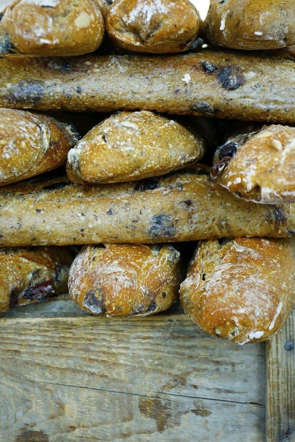 Ассортимент измельчённого хлеба, продаваемого в пекарне стоковые изображения