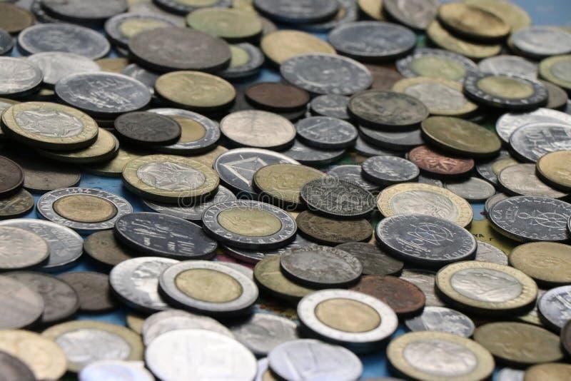 Ассортимент монеток мира стоковая фотография