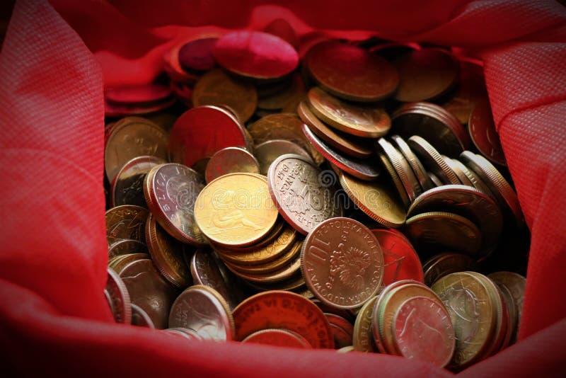 Ассортимент монеток мира стоковые фотографии rf