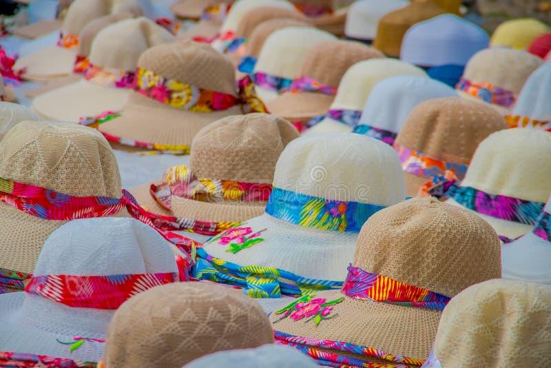 Ассортимент настоящей панамской шляпы ручной работы на полке стоковые изображения rf
