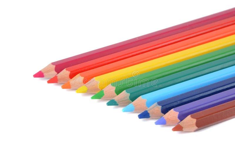 Ассортимент покрашенных карандашей над белизной стоковые фотографии rf