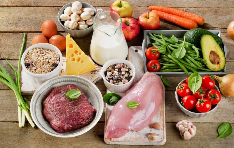 Ассортимент свежих овощей и мяс для здорового питания стоковое фото rf