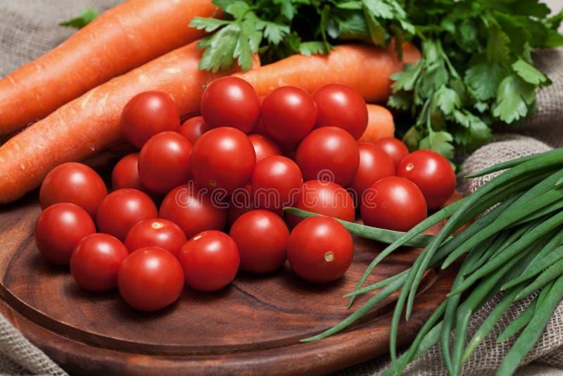 Download Ассортимент свежих овощей стоковое фото. изображение насчитывающей breadcrumbs - 40583020