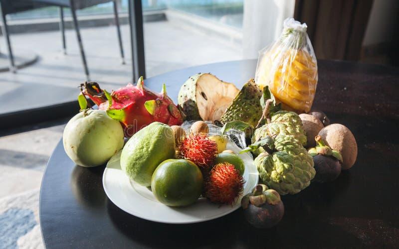 Ассортимент тропических плодов стоковые изображения