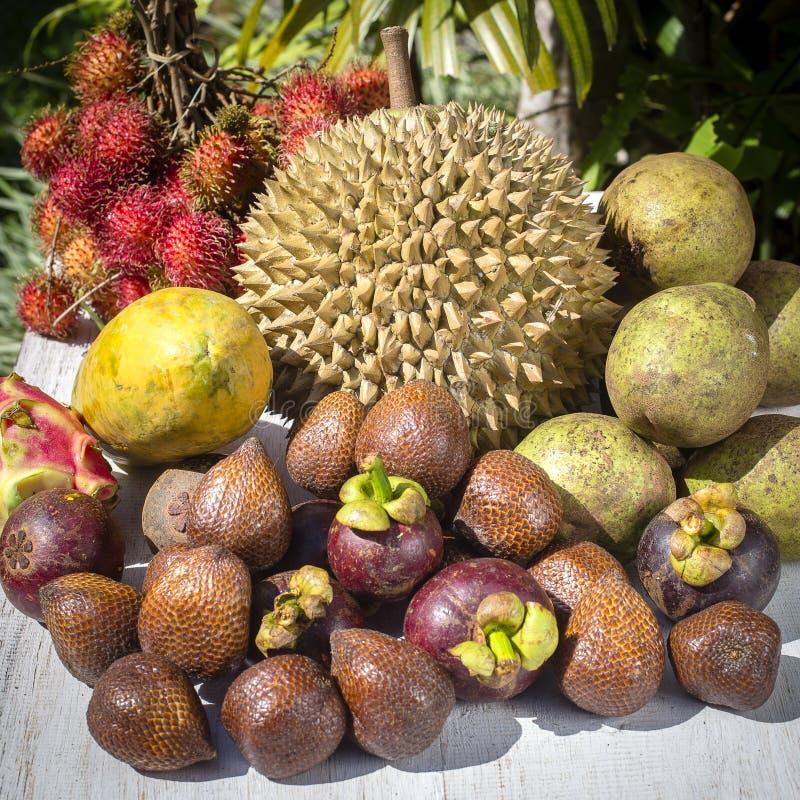 Ассортимент тропических плодоовощей в острове Бали, Индонезии стоковое фото rf