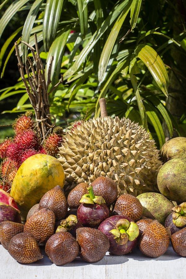 Ассортимент тропических плодоовощей в острове Бали, Индонезии стоковые фото