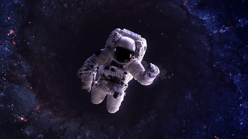 Астронавт плавает над миллиардами звезд звезды стоковое изображение rf