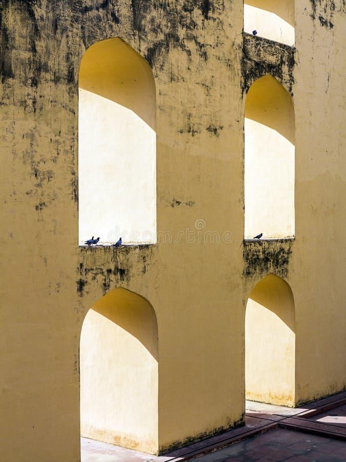 Астрономическая аппаратура на Jantar Mantar в Джайпуре стоковые фотографии rf