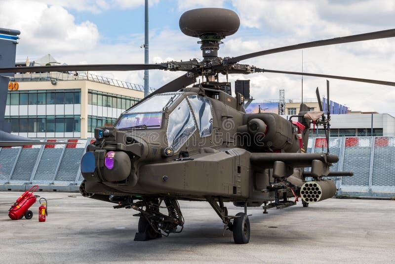 Атака АХ-64Е 'Apache Guardian' стоковое изображение rf