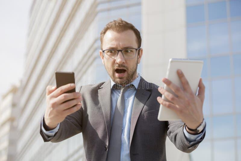 Атакованный устройствами новой технологии стоковые изображения