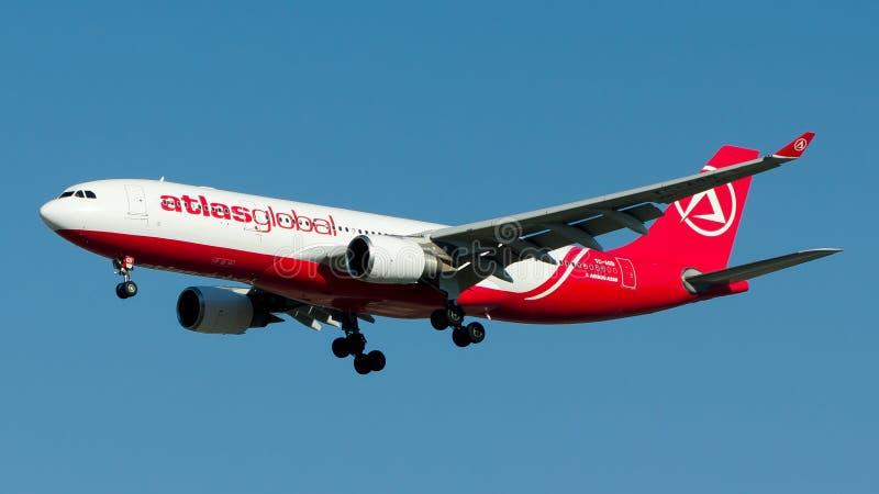 Атлас глобальный, аэробус A330-200 TC-AGD стоковые изображения rf