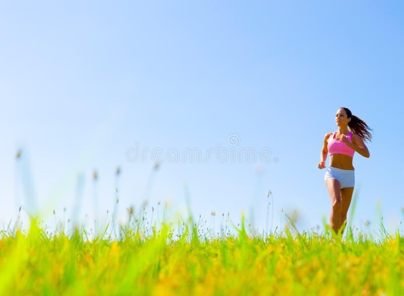 атлетическая работая женщина стоковое фото