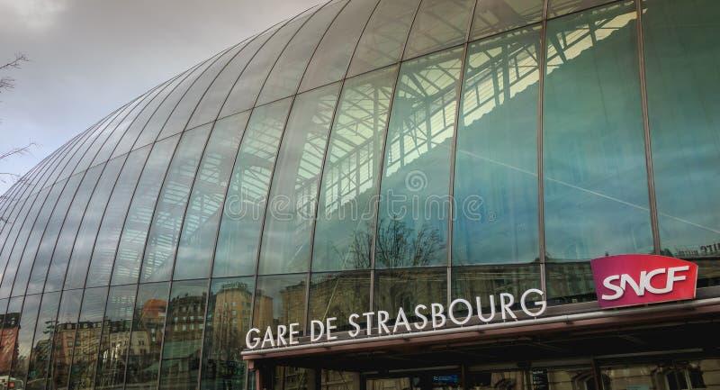 Атмосфера улицы перед центральным вокзалом стоковое фото rf