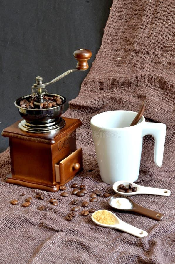 Атмосфера для того чтобы заварить свежий кофе стоковые фотографии rf