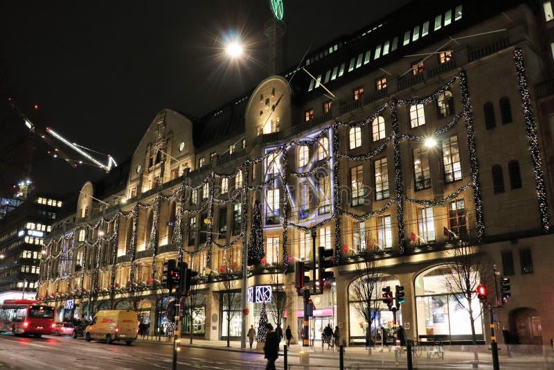 Атмосферическим фасад украшенный рождеством на Nordiska Kompaniet стоковая фотография rf