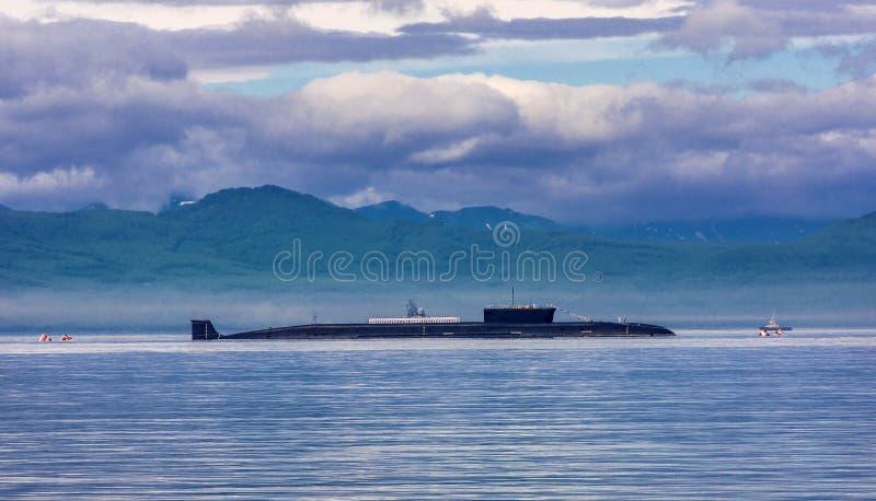 Атомная подводная лодка на параде стоковые изображения