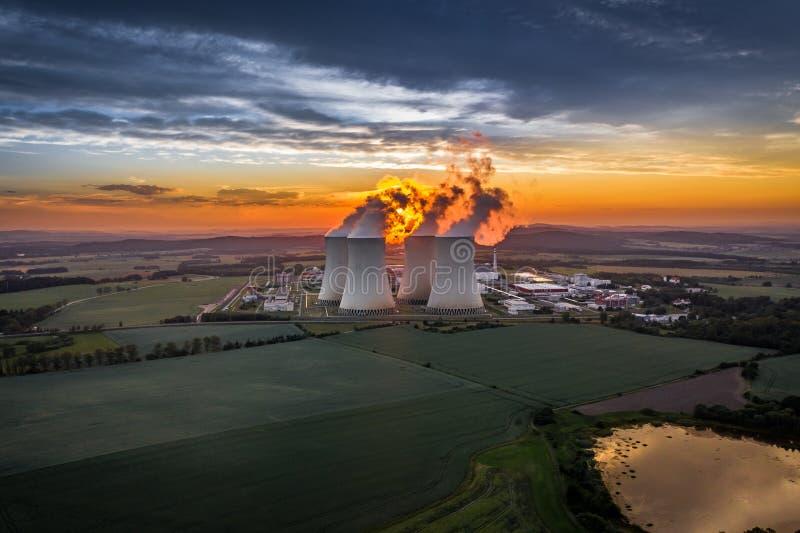 Атомная электростанция Temelin на юге Богемии в чехии стоковые изображения rf