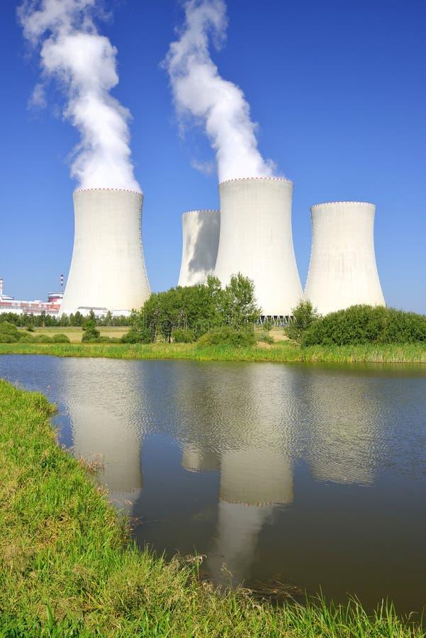 Download Атомная электростанция стоковое фото. изображение насчитывающей производить - 33728034