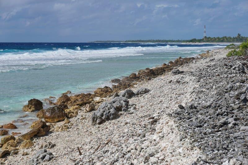 Атолл Rangiroa Французская Полинезия Tiputa берега моря стоковые фотографии rf