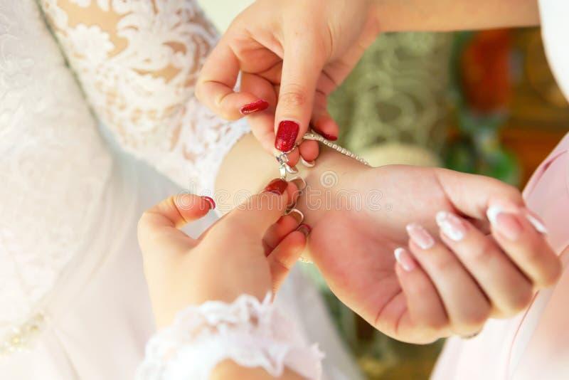 Атрибуты свадьбы невест Аксессуары свадьбы пустяки свадьбы стоковая фотография