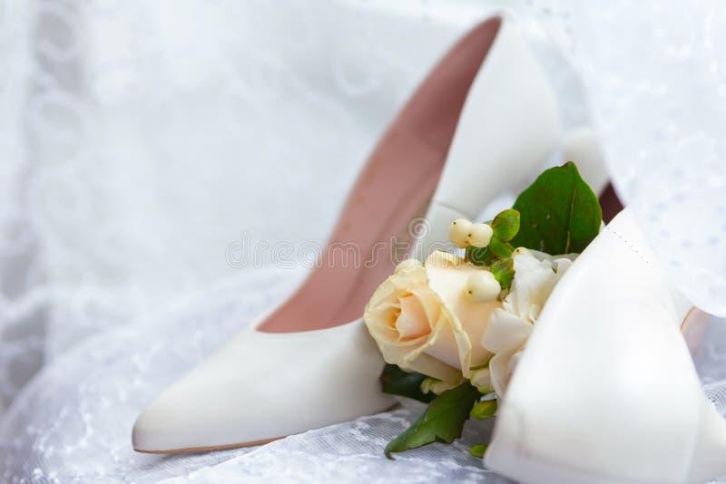 Атрибуты свадьбы невест аксессуары свадьбы пустяки свадьбы стоковая фотография rf