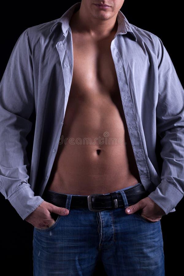 Атлетический мышечный человек стоковые фото