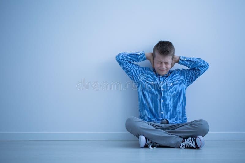Аутистический ребенок разочарован стоковая фотография rf