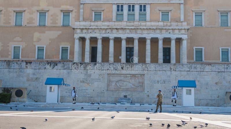 АФИНА, ГРЕЦИЯ - 16-ОЕ СЕНТЯБРЯ 2018: Эллинское здание парламента в квадрате синтагмы стоковое фото rf