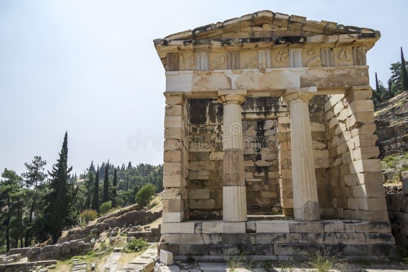 Афинское казначейство на Дэлфи, Греции стоковое фото
