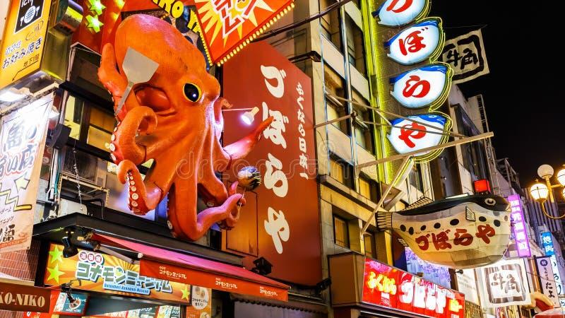 Афиша на ресторане takoyaki в Dotonbori, Осака стоковое изображение