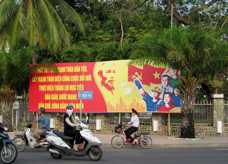 Афиша пропаганды Вьетнама социалистическая на улице стоковые изображения rf