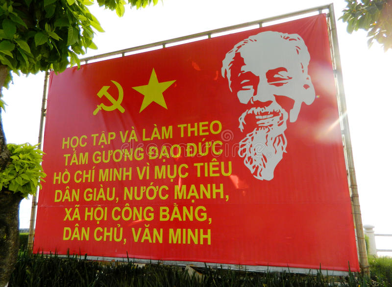 Афиша пропаганды Вьетнама социалистическая на улице стоковое изображение rf