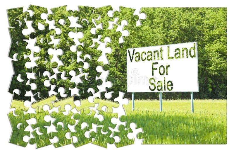 Афиша рекламы погруженная в сельской сцене с вакантной землей для продажи написанной на ей - изображение концепции в форме мозаик стоковые фотографии rf