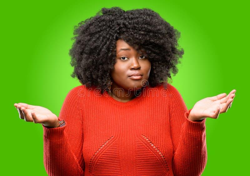 африканская красивейшая женщина курчавых волос стоковые фотографии rf
