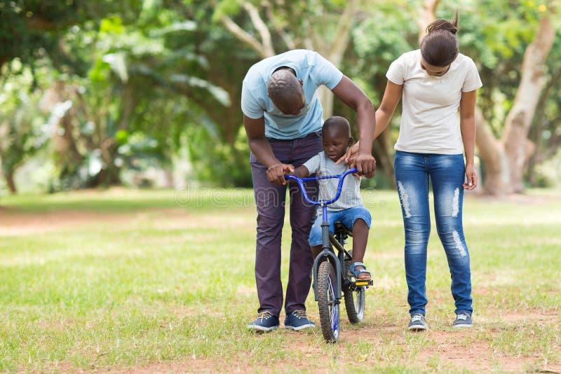 Африканская семья outdoors стоковые фото