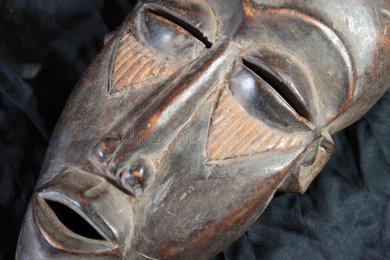 Африканская соплеменная маска - триба Lega стоковое изображение rf