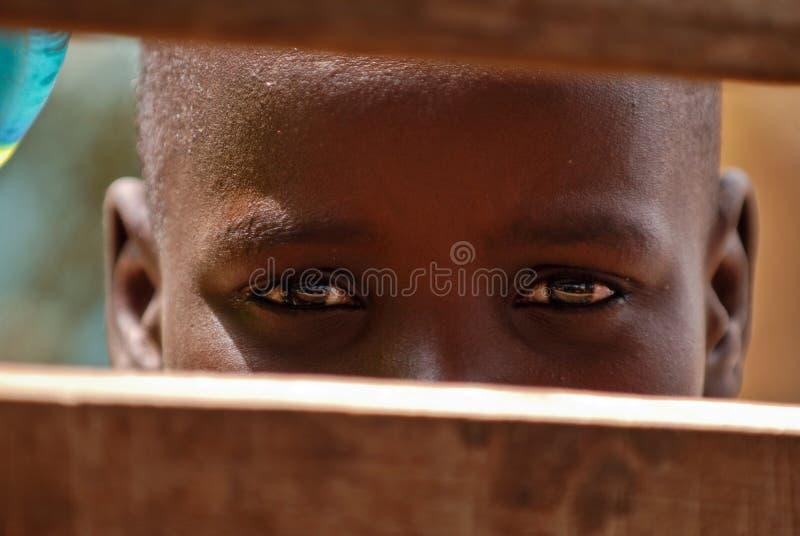африканские детеныши мальчика стоковая фотография