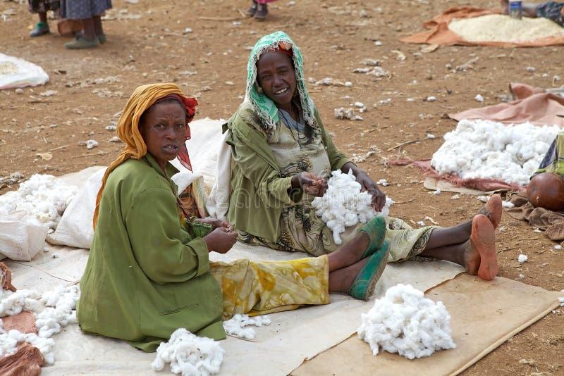Африканские женщины на рынке стоковое изображение rf