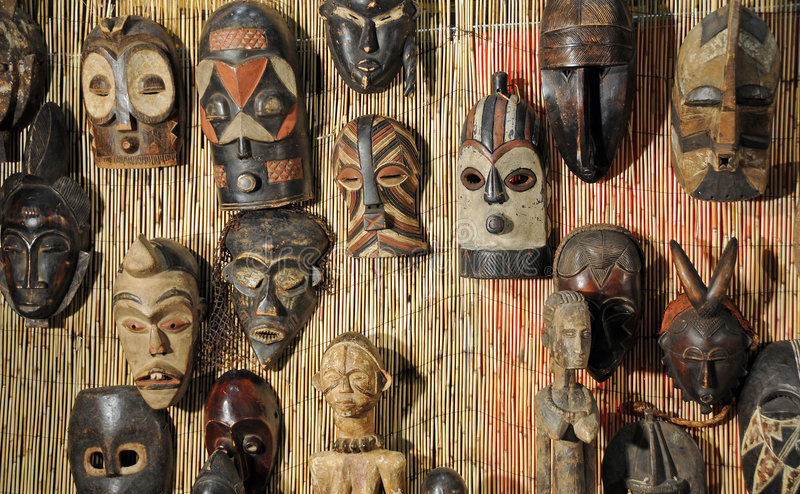 африканские маски деревянные стоковая фотография