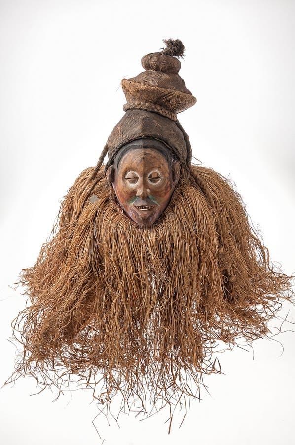африканские маски деревянные с волосами изолировано стоковые фото