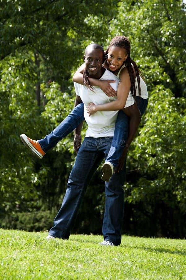 африканские пары счастливые стоковые изображения rf